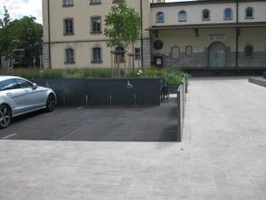 Wheelchair-accessible parking in the courtyard