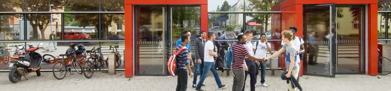 Students in front of the main entrance of FHWS in Schweinfurt