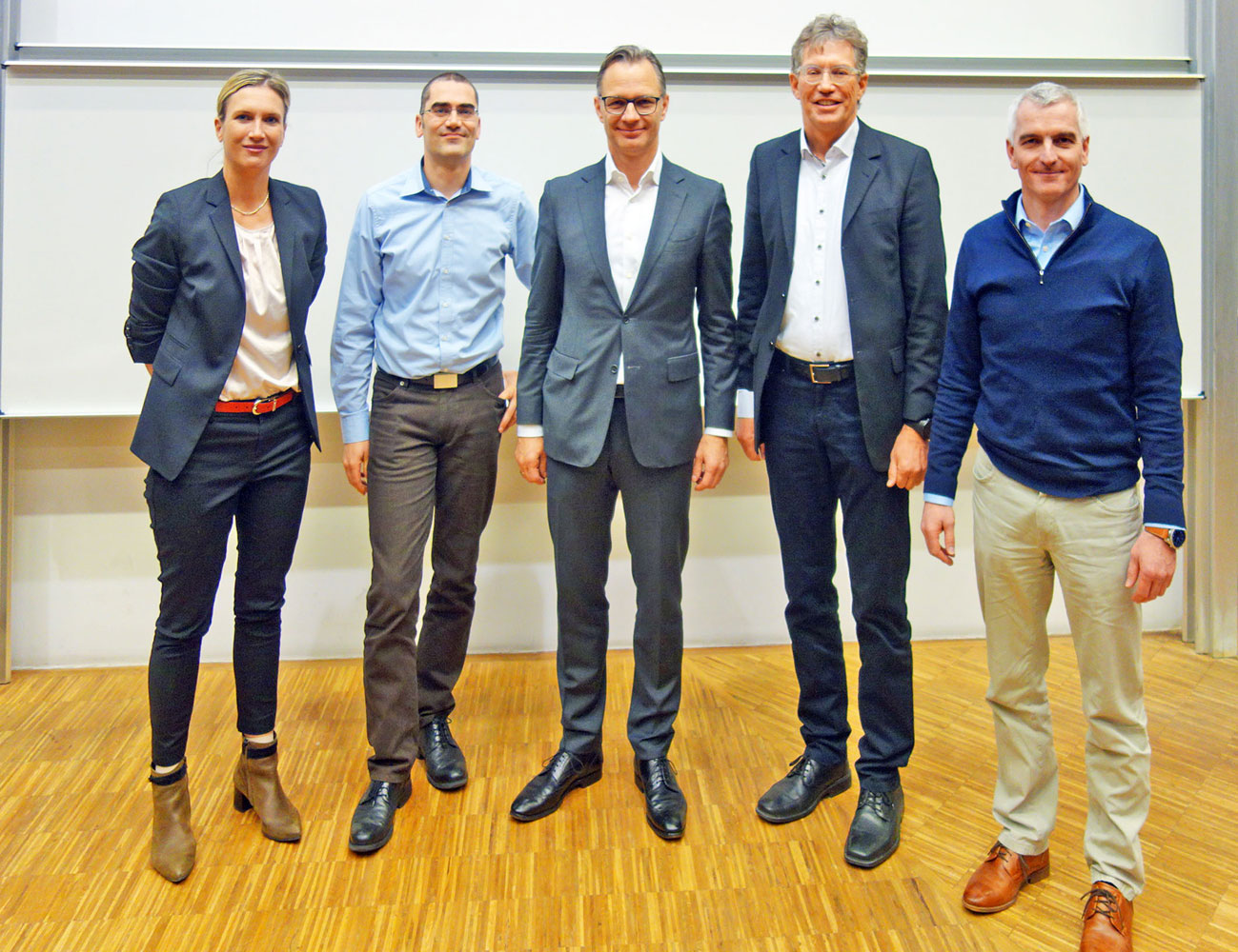 Von links: Professorin Dr. Stephanie Baumgarten, Dr. Manfred Groh (BayWa Konzern Strategie), Matthias Taft (Vorstand BayWa Konzern), Professor Dr. Notger Carl und Professor Dr. Gerhard Hube (Foto FHWS)