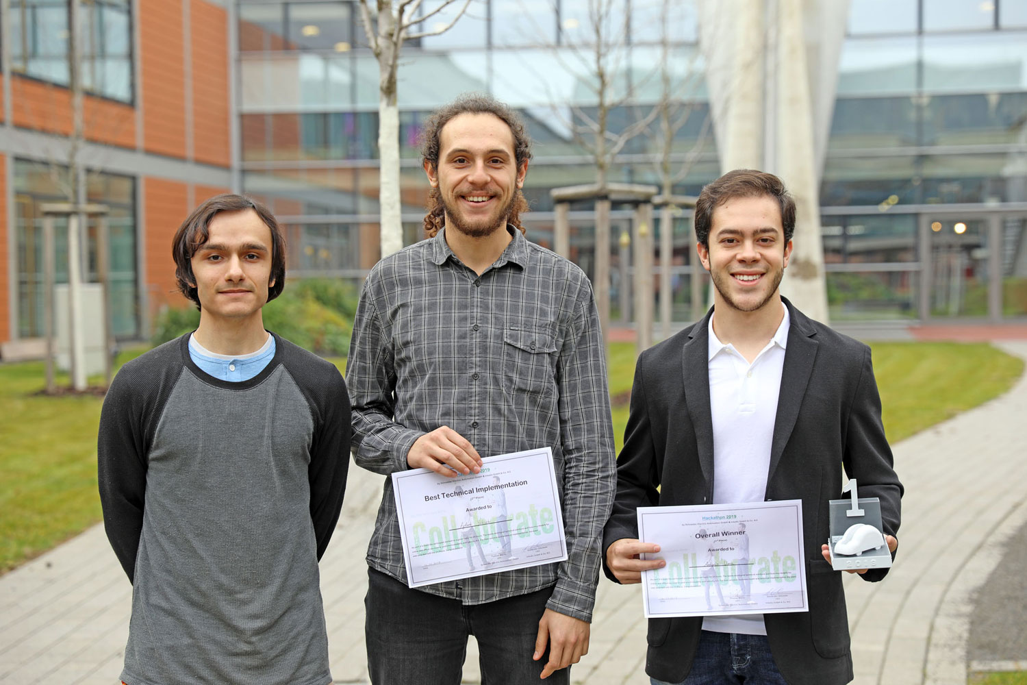 "Die drei Wirtschafsingenieur-Studenten Antonio Vera Arbelo, Gustavo Pinto und Ayberk Yüsek konnten in den Kategorien ""Overall Winner"" und ""Best Technical Implementation"" überzeugen. (Foto Barthelme)"