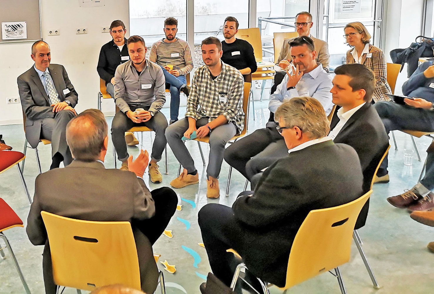 Diskussion in der InnovationsWerteFishbowl 2018 (Foto FHWS / Schöffler)